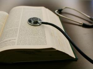 Intervenções Médicas por Meio Intravenoso  e Religião